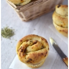 Muffin-sajakesed päikesekuivatatud tomatite ja siiruviirulise võiga