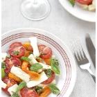 Väikse kaldega tomati-mozzarella salat