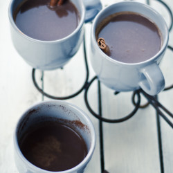 Kuum šokolaad kohvi ja kaneeliga